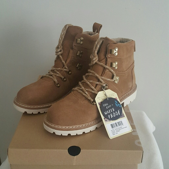 f119ee5fe54 BNWT Toms Women's Toffee Suede Summit hiking boot NWT